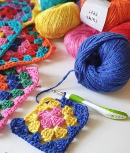 amira au crochet lang yarns