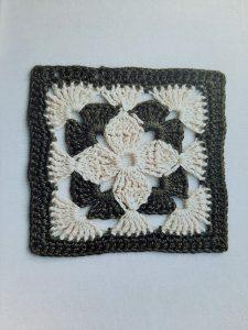 carré crochet forme fleur