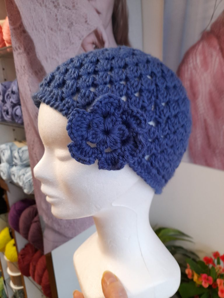 bonnet avec fleur crochet